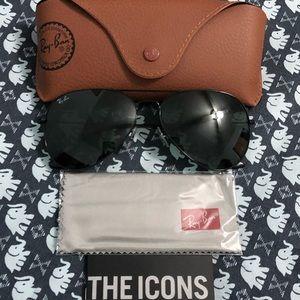 New Ray Ban Black Aviator Sunglasses